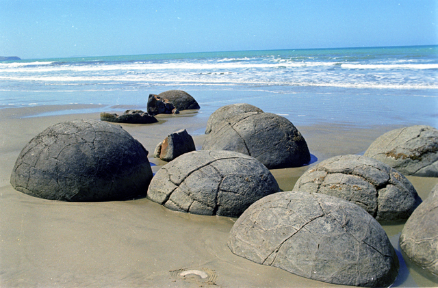 Stone spheres worldwide, Moeraki Beach, New Zealand